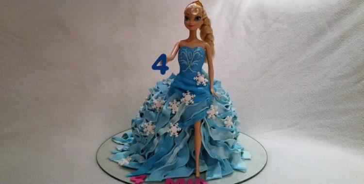 3D Elsa Torte eingedeckt mit Massa Ticino