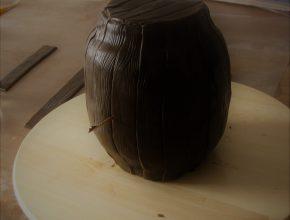 mit Holzstreifen eingedeckte Torte